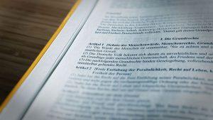 Beitragsbild: Grundgesetz